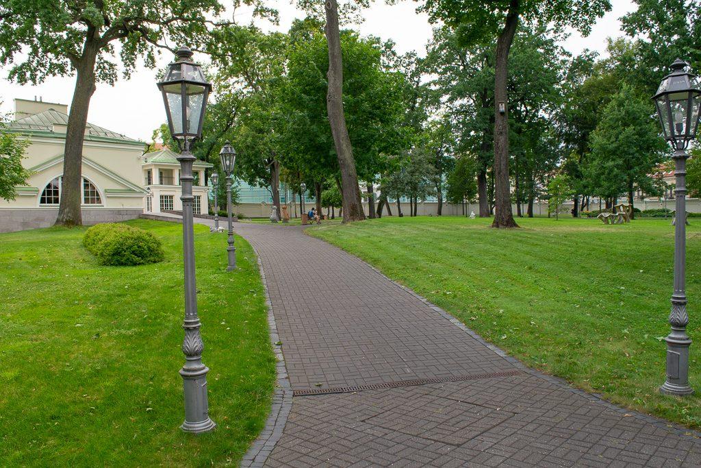 Ogród przy Pałacu Prezydenckim w Wilnie