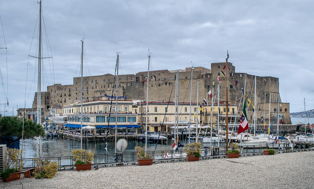 Castel Delle'ovo w Neapolu