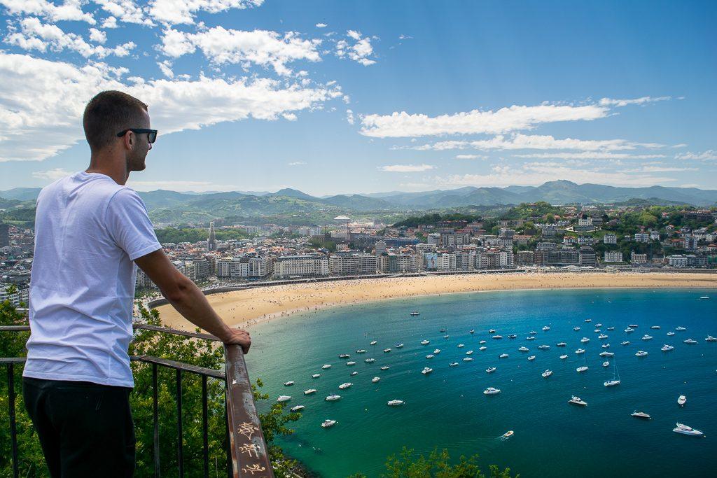 Widok ze wzgórza Urgull w San Sebastian